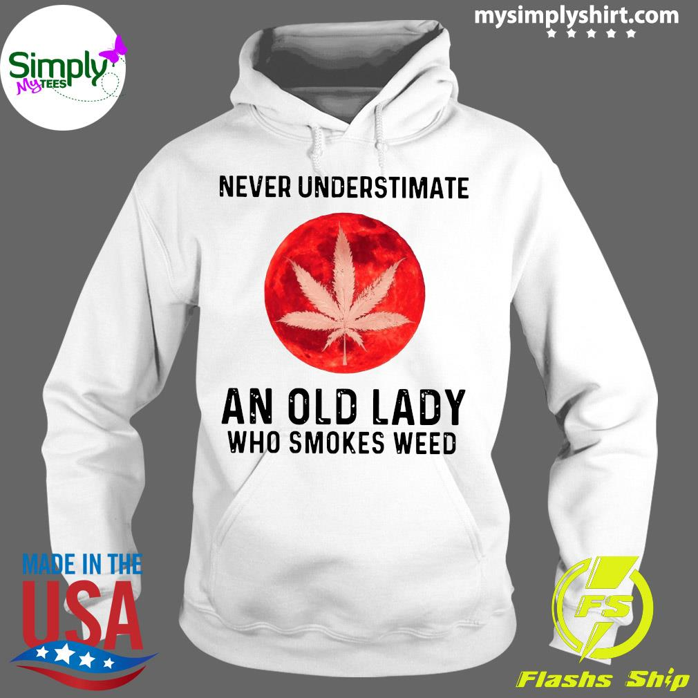 Never Underestimate An Old Lady Who Smokes Weed Shirt Hoodie